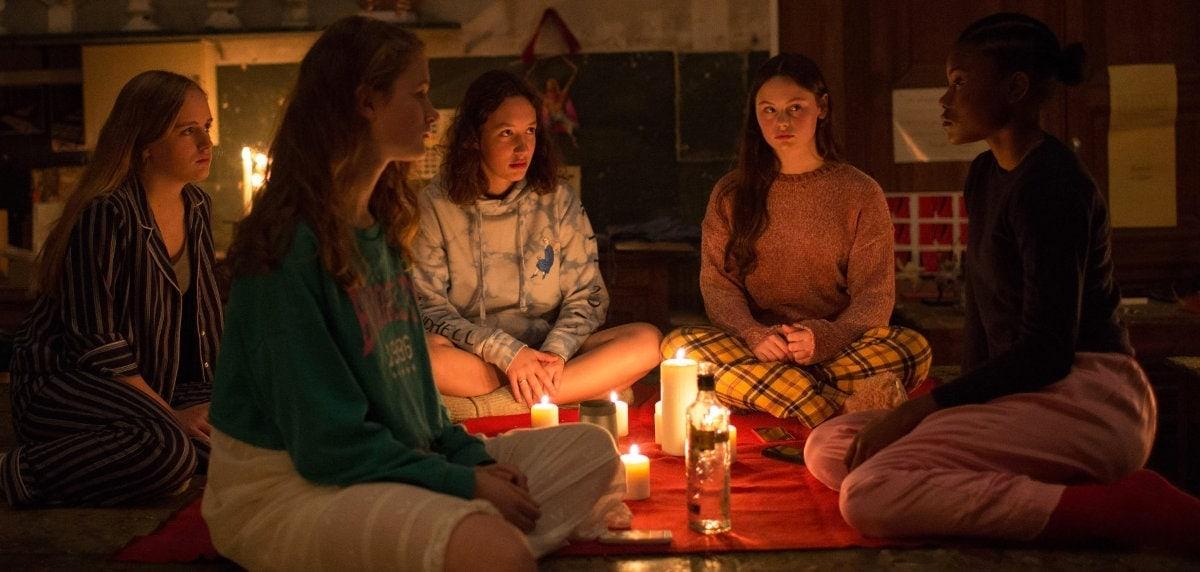 La séance occulte et vaudou dans Zombi Child