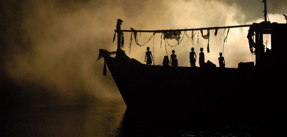 Le bateau dans la brume dans Vinyan