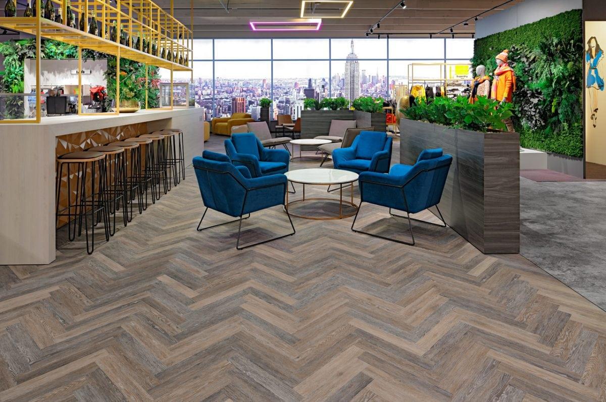 Lounge und Bar mit warmen Boden