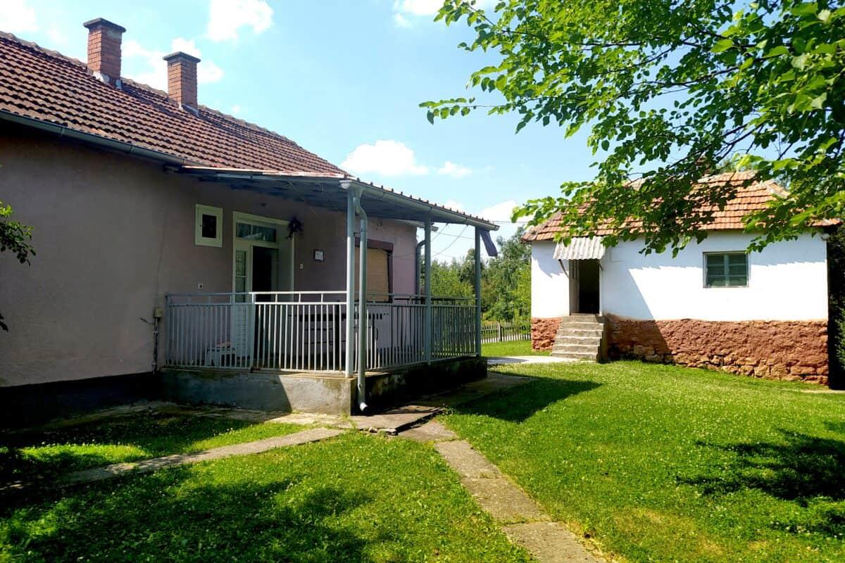 два дома в селе Вочняк