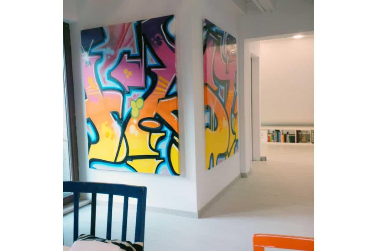 """Diese Leinwände zeigen Ausschnitte eines großen """"Stuttgart"""" Graffiti Schriftzuges."""