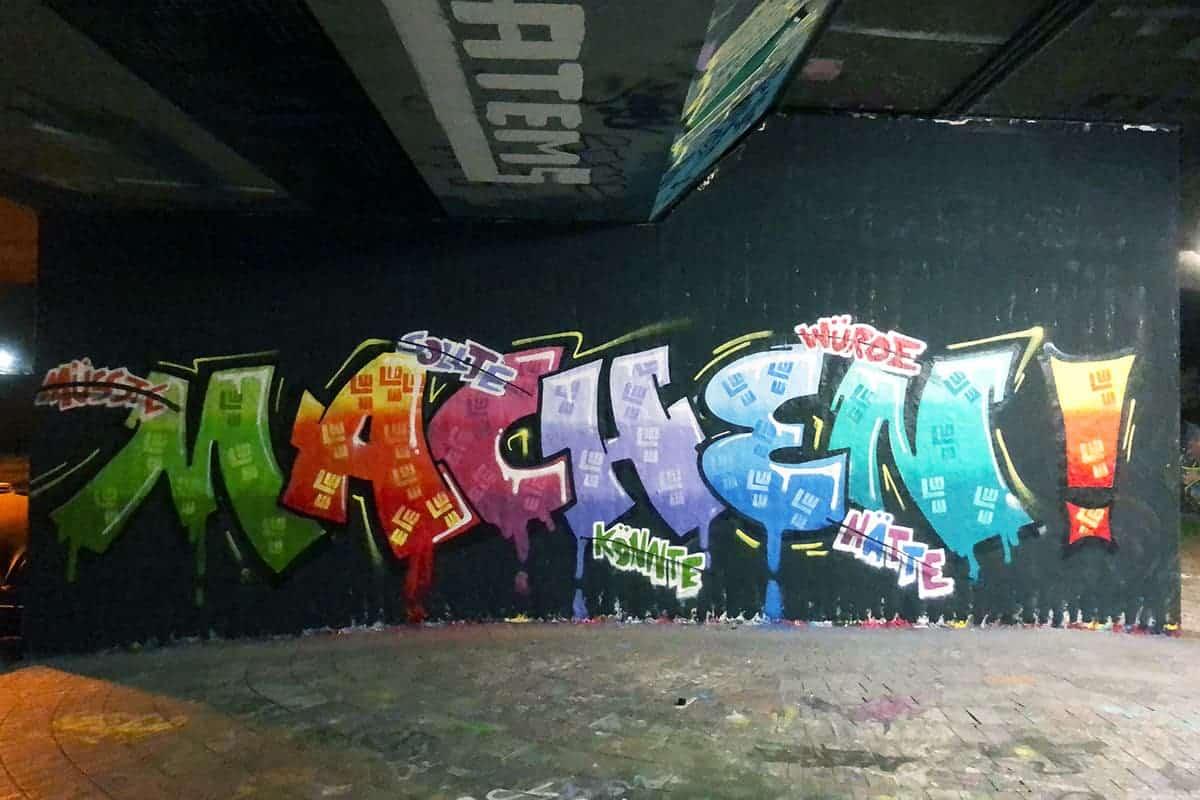 Jahresbeginn Workshop mal anders! Die Einkaufsmitarbeiter der Firma LEONHARD WEISS haben sich dieses Jahr für eine Graffiti Mitmachmalaktion als Abschlussevent entscheiden.