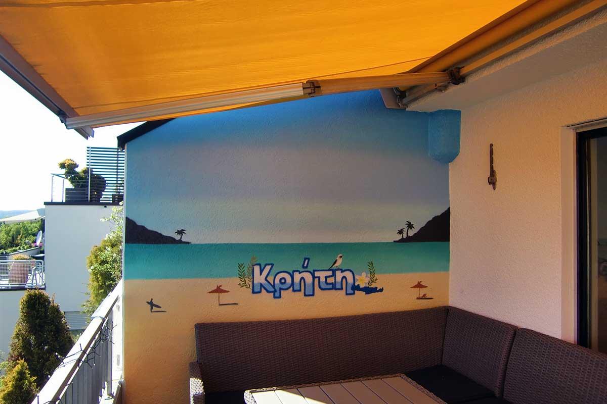 Graffiti Terrassenwand Kreta. Terrasse mit Urlaubsgefühl.Simon sprühte eine Farbenfrohe Strandszene mit Himmel, Meer und Sandstrand.