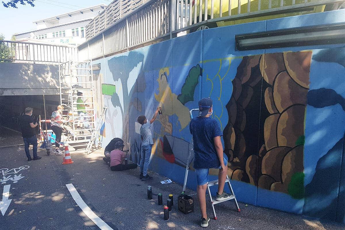 Graffiti Stuttgart hat in Zusammenarbeit mit der Mobilen Jugend Arbeit Aalen in den Sommer Ferien 2020 einen Graffiti Workshop organisiert.