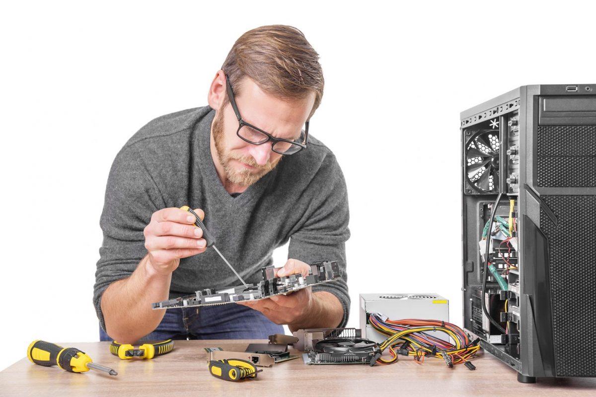 onsite computer repair technician working on pc repair