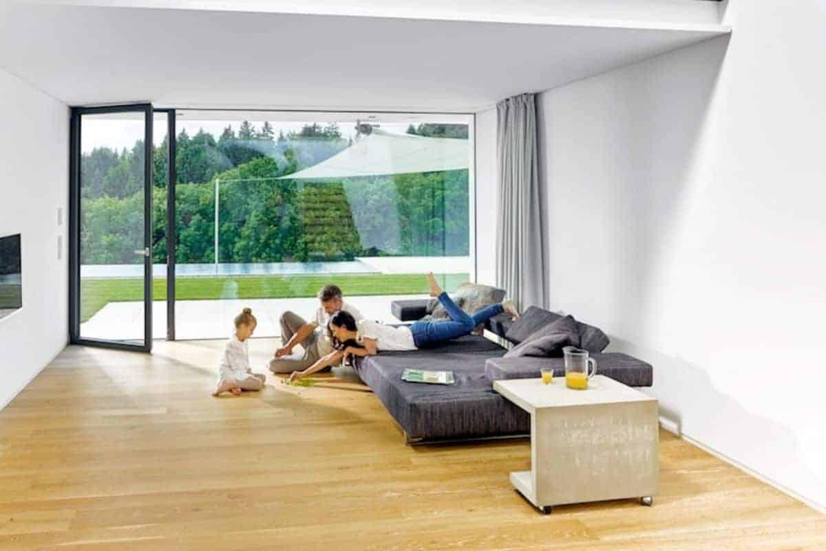 Wohnzimmer mit Glasfront