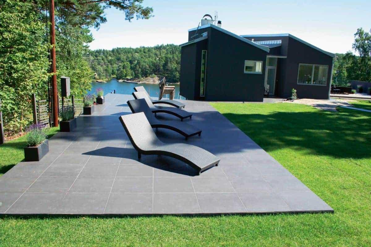 Terrasse mit keramischen Platten