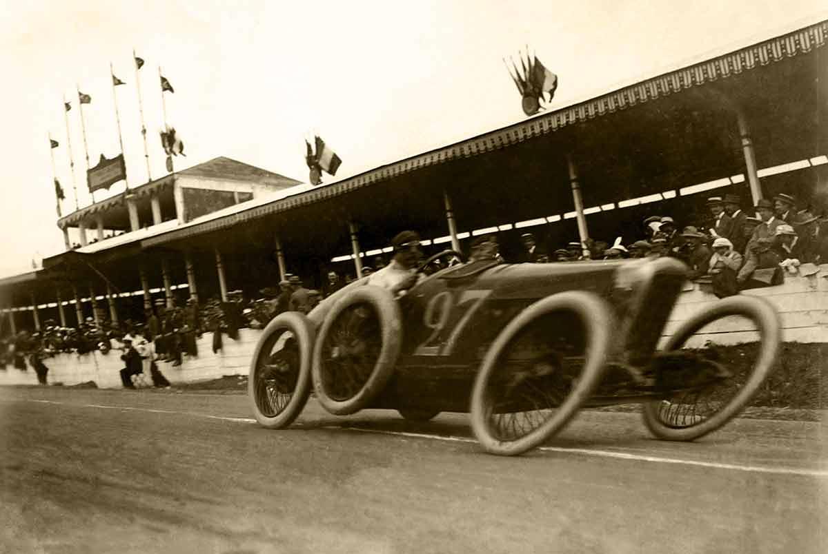 Rolling-Shutter-Effekt: Maurice-Louis Branger — Grand Prix de l'Automobile Club de France Prix in 1914. A Fiat in the foreground