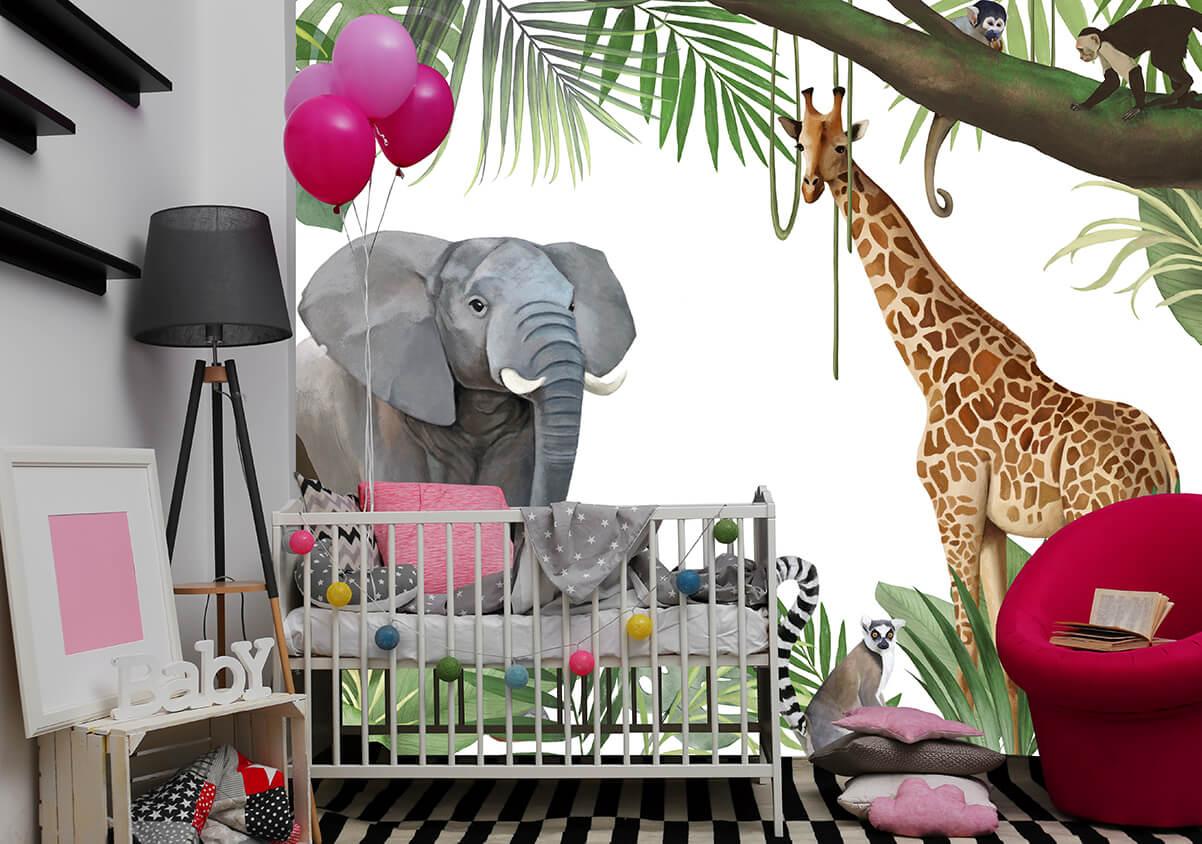 pokój dziecięcy z tapetą ze słoniem, żyrafą i małpkami