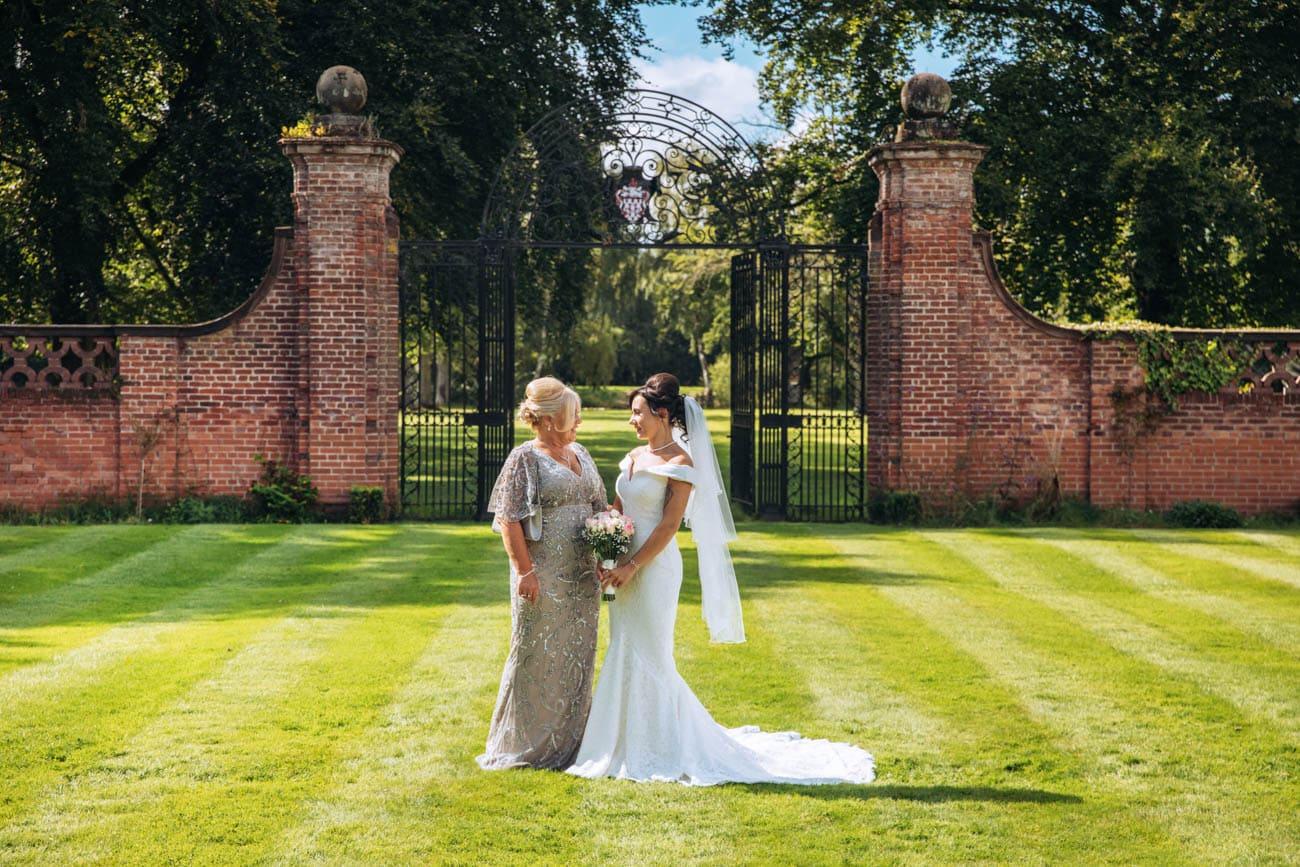 mum and bride at inglewood manor
