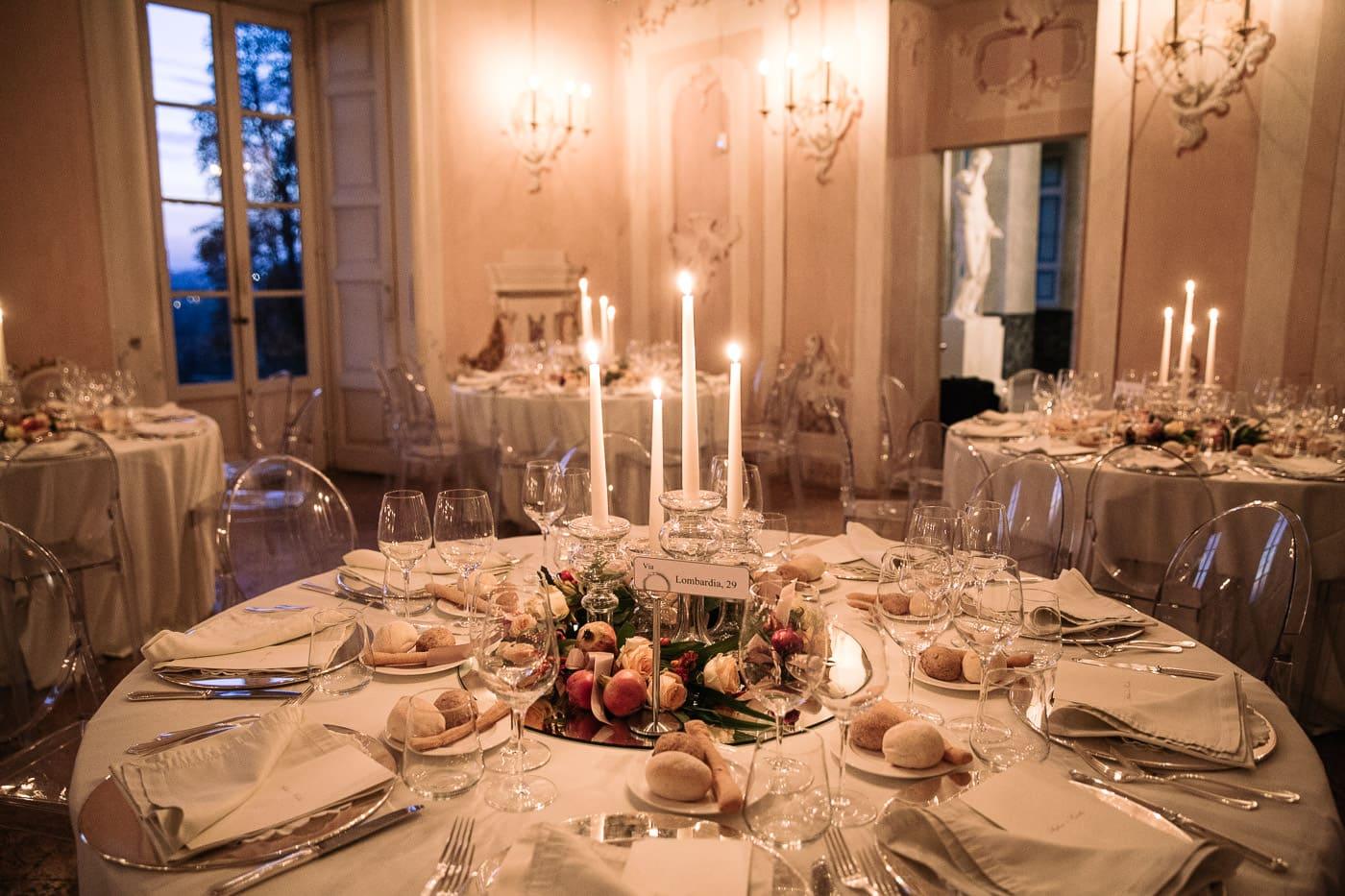 sala castello durini allestita candele