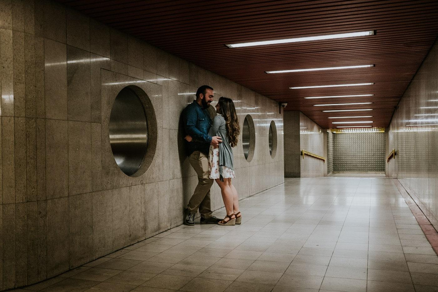 Engagement prematrimoniale metropolitana urbano a milano_lucarossifoto