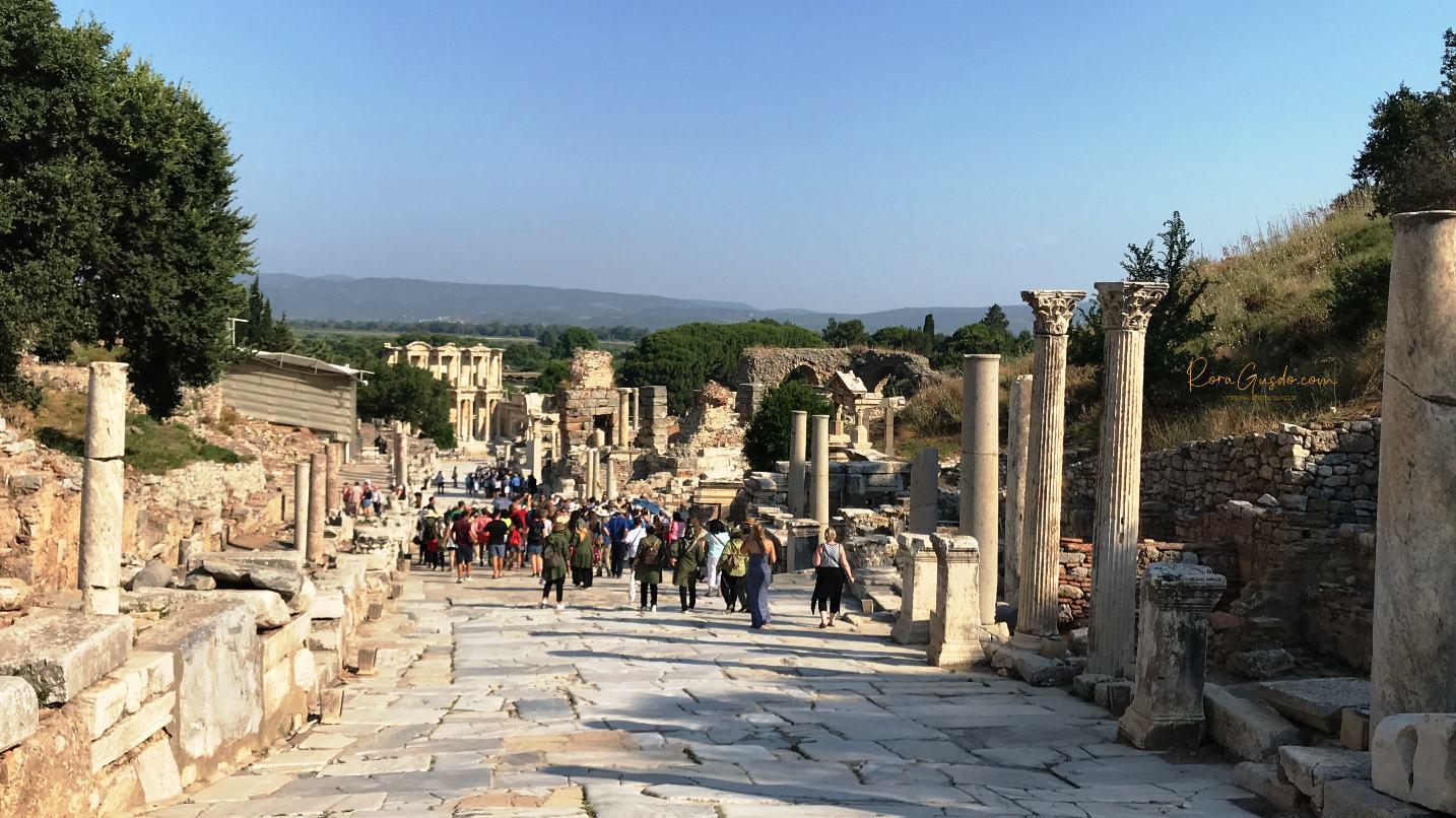 Menyusuri Jalanan Marmer di Ephesus Turki