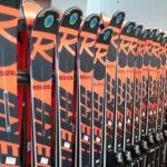 Skoro nové modely lyží letošní sezony.