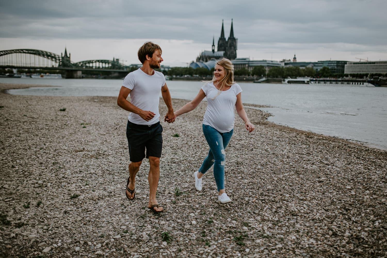 088 DSC 8963 Hochzeitsfotograf Köln Babybauch NRW Schwangerschaftsfotografie Babybauch Köln Vintage Ungestellte Schwangerschaftsfotos Vera Prinz