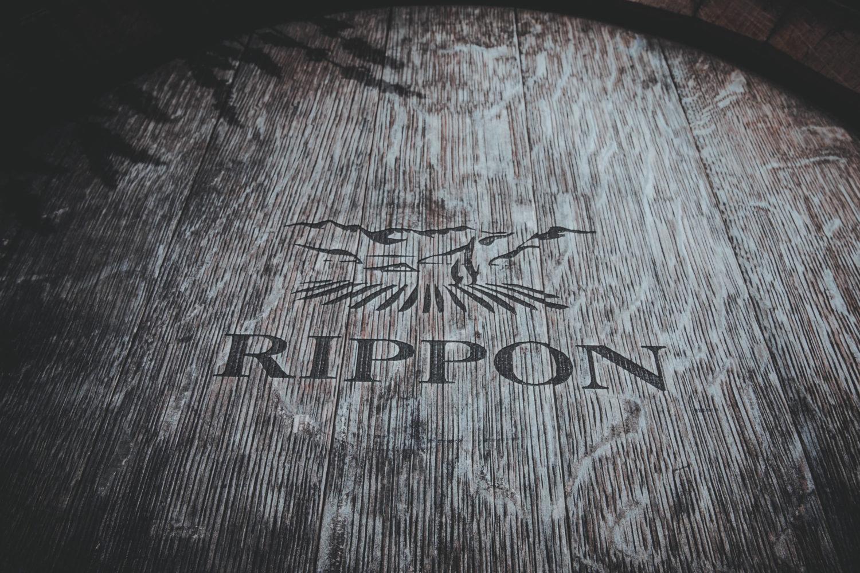 Weinfass mit dem Logo des Weinguts Rippon in Wanaka