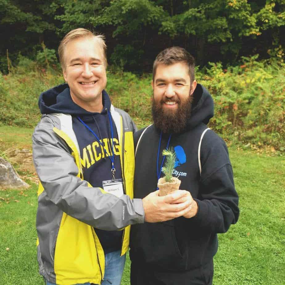 Mountainside-alumni-retreat-2017---alumni-with gifts