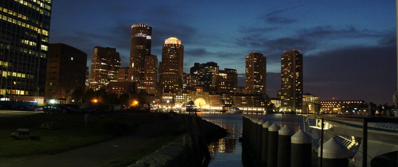 Boston in der Nacht (Quelle: BFE)