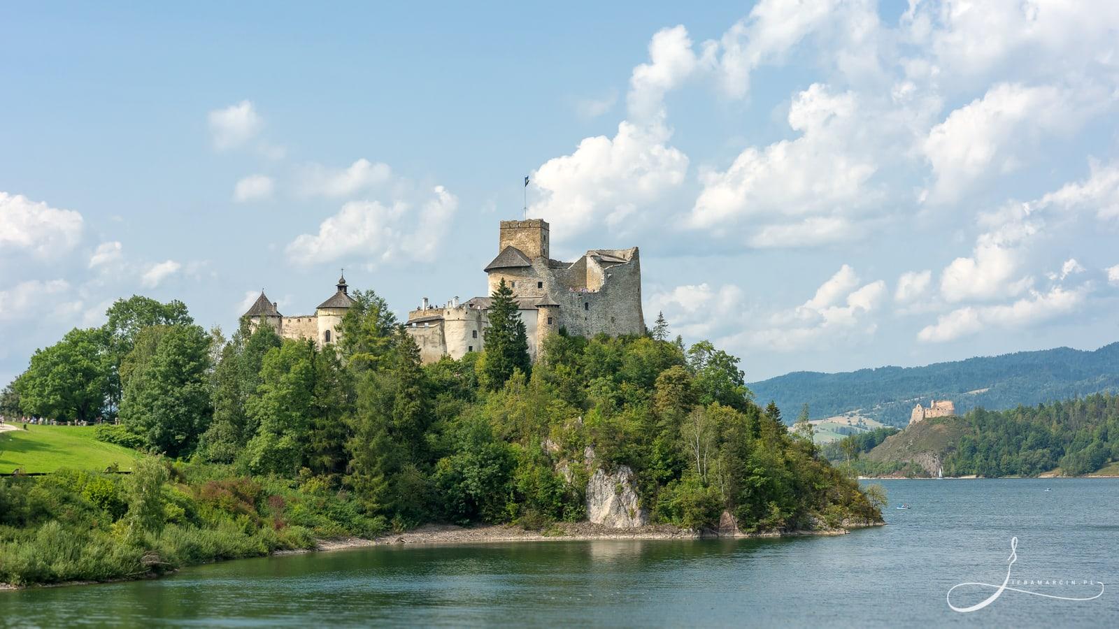 """Zamek """"Dunajec"""" w Niedzicy - widok z zapory wodnej"""