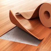 Linoleum ist als Bodenbelag sehr beliebt. Wir bei Tipp zum Bau erklären Ihnen, was Sie bei Linoleum zu beachten haben.