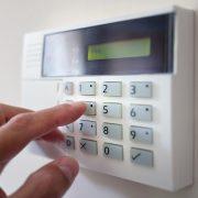 Schutz vor Einbrüchen mit der Alarmanlage und Tipp zum Bau.