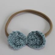 Nylon haarbandje gehaakt blauw strikje