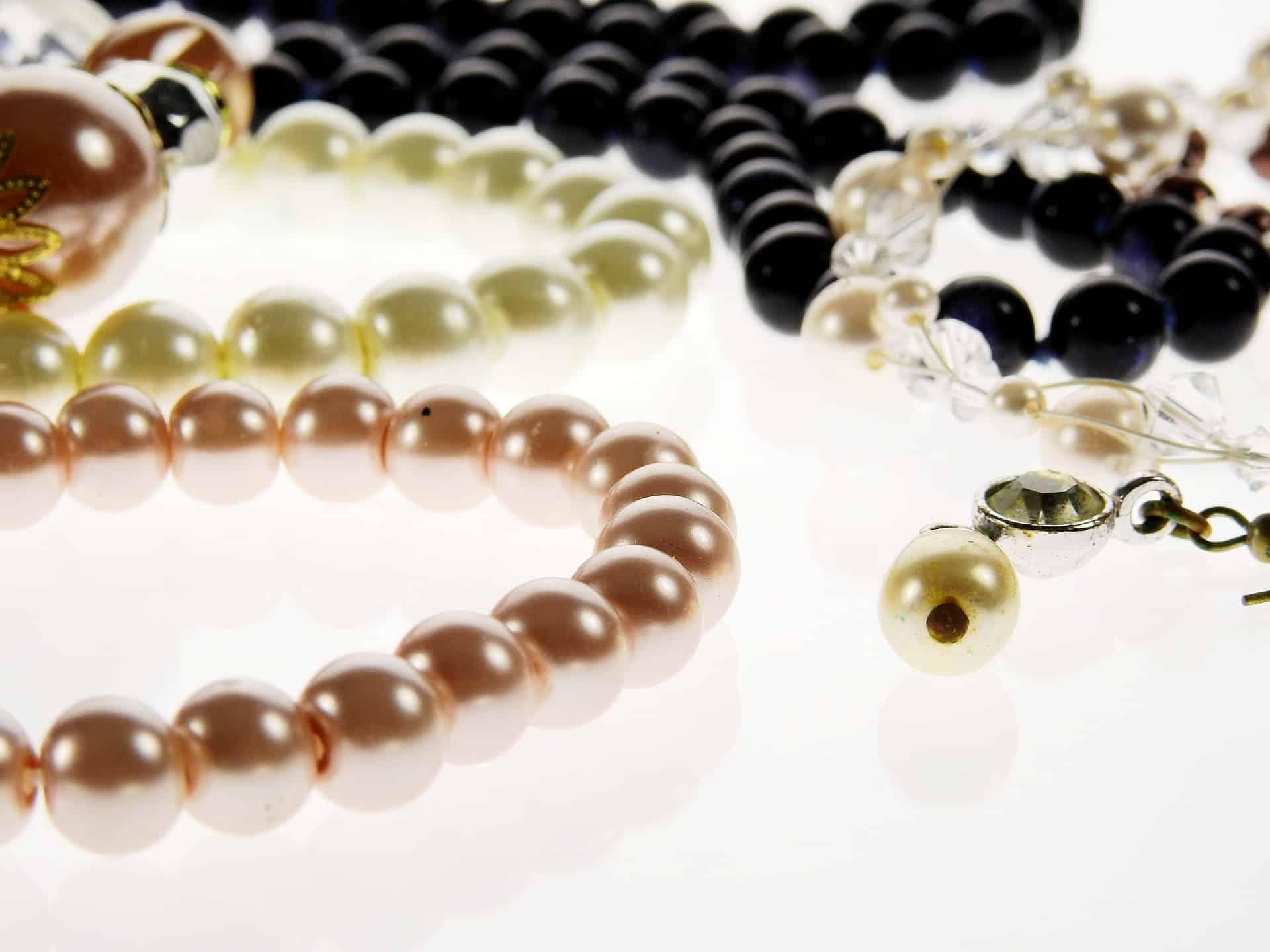 jewellery-1638997_1920