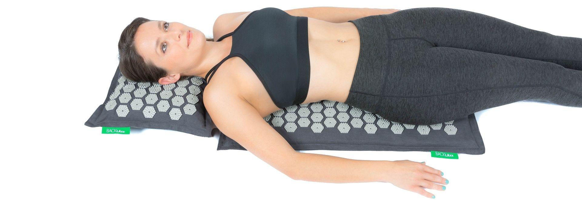 Auf dem Rücken befinden sich besonders viele Akupressurpunkte. Dadurch stellt sich schnell wärmendes Wohlgefühl ein und Anspannung lässt von einem ab. Verspannungen lösen sich und der Stoffwechsel wird angeregt.