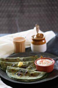 Palak Hare Lahsun Ka Paratha / Spinach Green Garlic Paratha