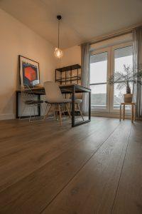 Geborstelde vloer in woonkamer