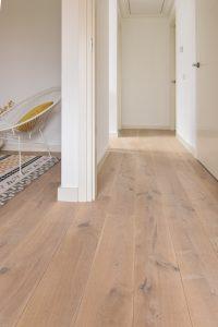 Houten vloer slaapkamer geschuurd wit