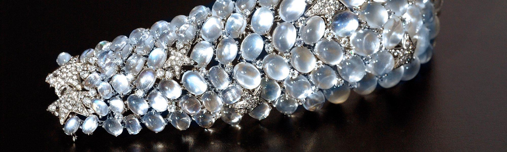 Moonstone and diamond bracelet in 18K white gold