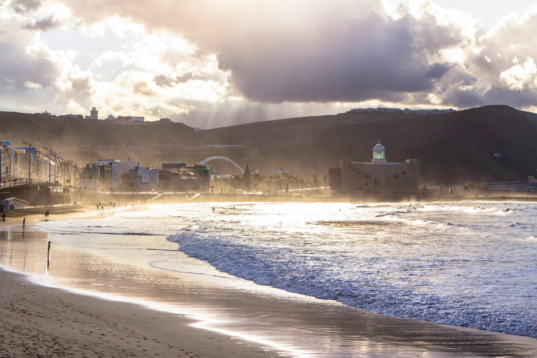 Die Playa de Las Canteras in Las Palmas de Gran Canaria