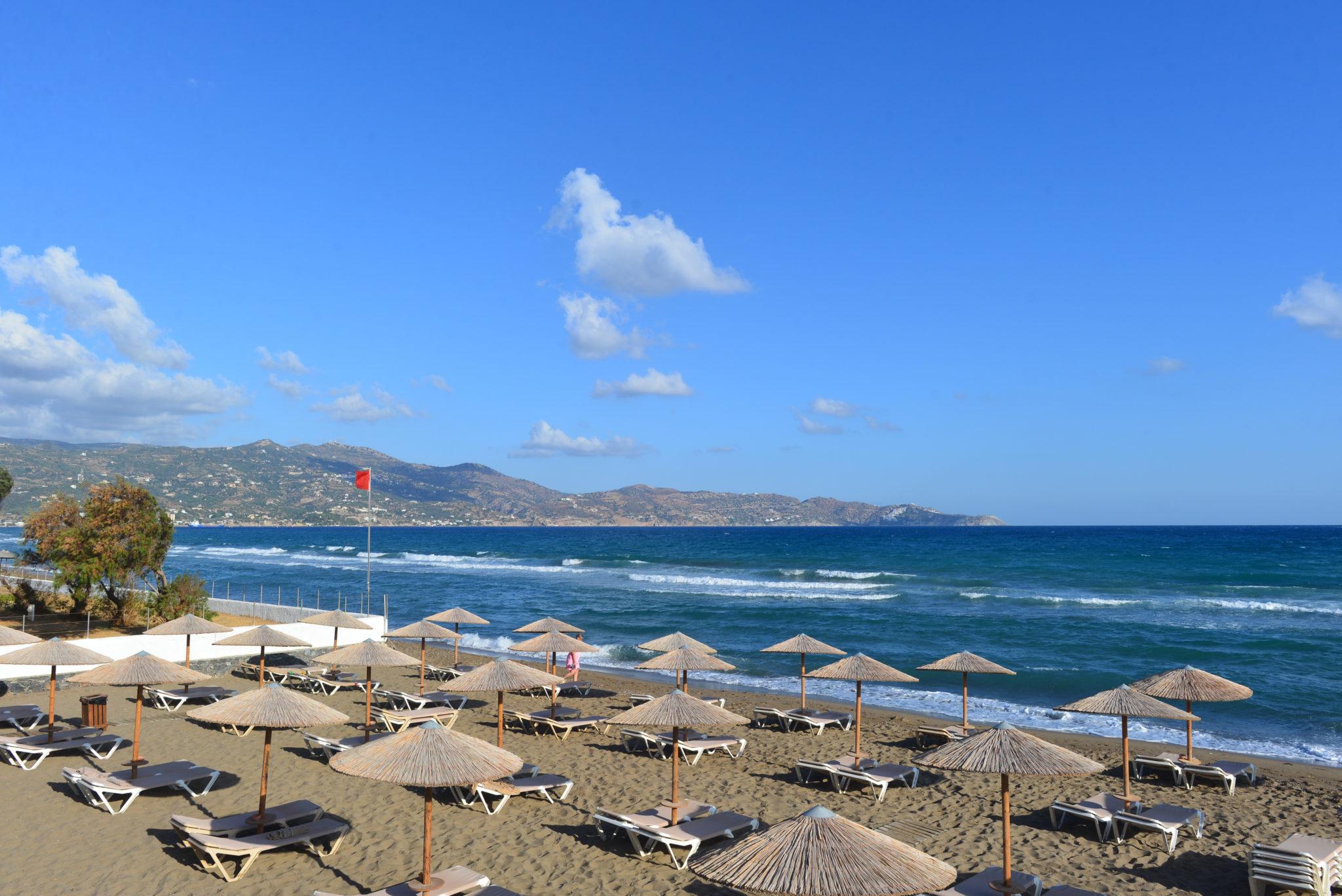 Amoudara Strand in der Nähe des Enorme Lifestyle Erwachsenenhotels auf Kreta