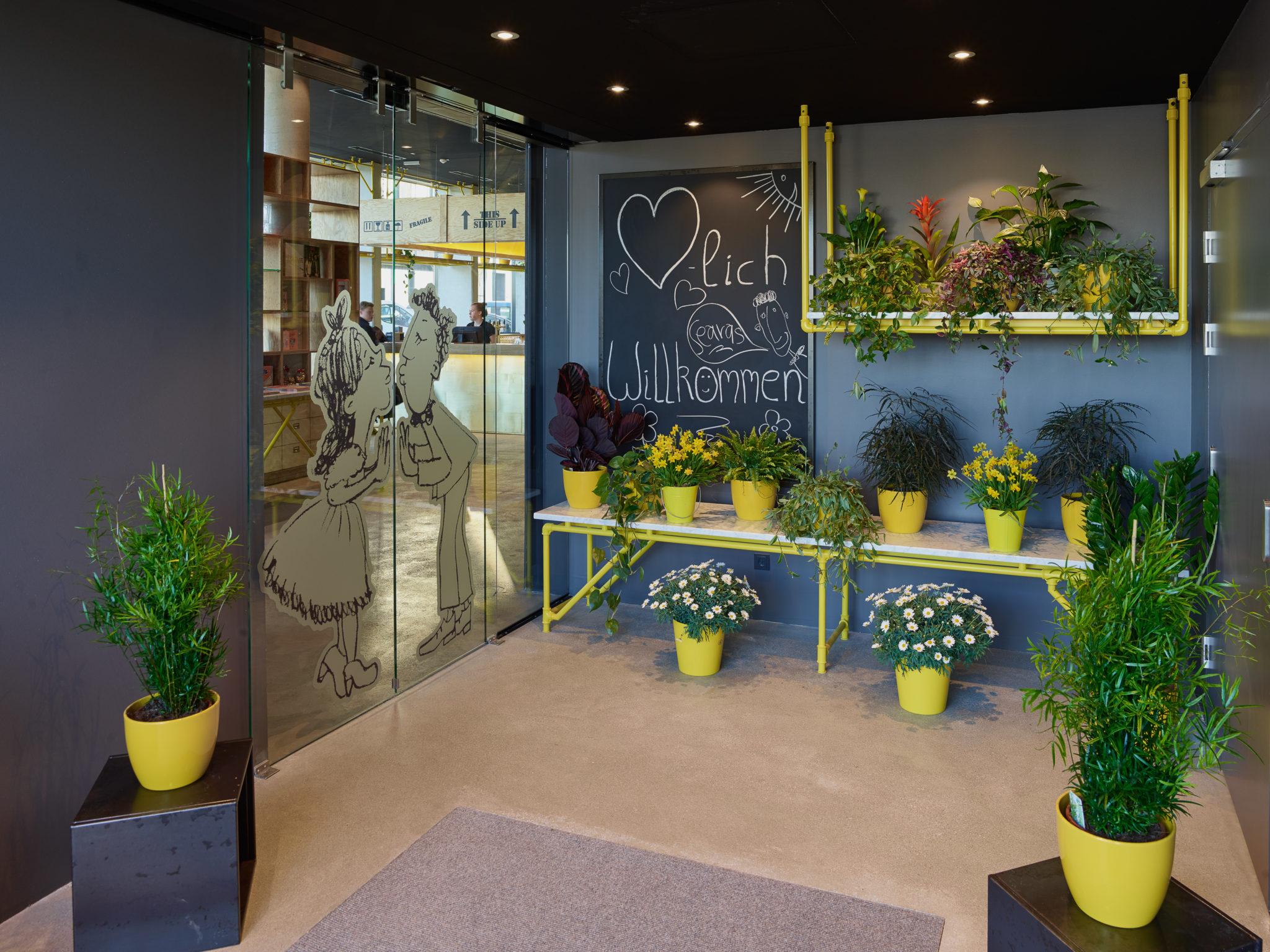 Eingang des nachhaltigen Hotel Schani in Wien © Kurt Hoerbst 2015