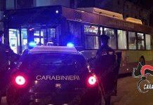 carabinieri mestre attendo autobus esibizionista up 680