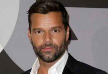 """Ricky Martin si sposa, davanti al compagno: """"Mi vuoi sposare?"""""""