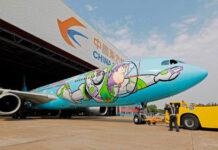 samolot z namalowanym Buzzem Astralem