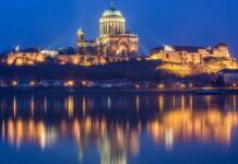 bazylika nad rzeką nocą
