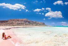 Różowa plaża Grecja