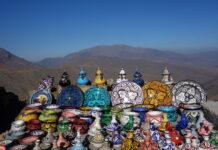 góry atlas i tradycyjne naczynia w maroku