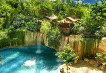 Wodospad w parku wodnym Tropical Island w Niemczech