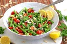 Asparagus Salad Recipe, asparagus tomato salad, raw asparagus salad, cold salads, easy lunch recipes, meal prep lunch ideas, cold lunch ideas, vegetarian meal prep recipes