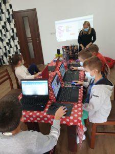 curs-de-programare-cu-iotesa-kids-la-das-kindernest-afterschool-giroc-reinceperea-lectiilor-1