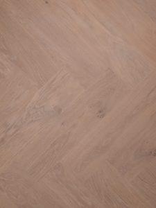 Strakke visgraat vloer