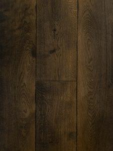 Zwarte houten vloer gebeitst