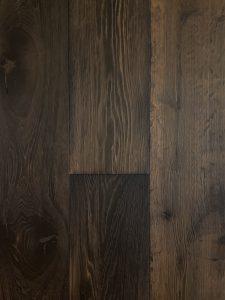 Donkere eiken houten vloer
