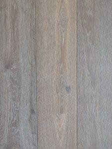 Grijze houten vloer sterke topcoating