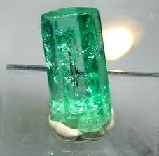 piedra esmeralda de decoracion