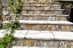 beli lomljeni prirodni kamen